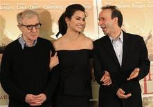 "U.S. director Woody Allen (L) poses with Spanish actress Penelope Cruz (C) and Italian actor Roberto Benigni during a photocall for the film"" To Rome with Love"" in Rome, April 13, 2012. REUTERS/Stefano Rellandini"