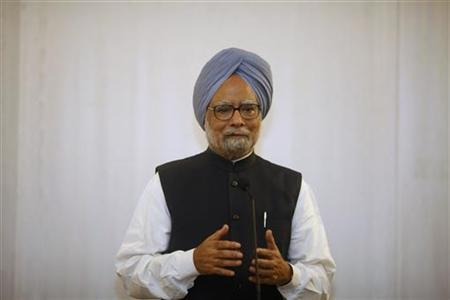 Prime Minister Manmohan Singh (R) talks to reporters during a news conference in Yangon May 29, 2012. REUTERS/Soe Zeya Tun/Files