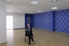 Грузинский миллиардер и политик Бидзина Иванишвили во время интервью Рейтер в Тбилиси 17 мая 2012 года. Минюст наложил арест на его акции в двух банках и компании. REUTERS/David Mdzinarishvili