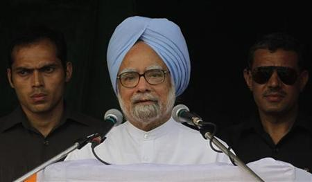 Prime Minister Manmohan Singh (C) speaks during an election campaign rally ahead of the third phase of elections on the outskirts of Kolkata April 23, 2011. REUTERS/Rupak De Chowdhuri/Files
