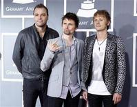 """<p>Imagen de archivo de los integrantes de la banda británica Muse durante la entrega de los premios Grammy en Los Angeles, feb 13 2011. """"Survival"""", de Muse, será la canción oficial de los Juegos Olímpicos de Londres, según anunció el miércoles la banda británica de rock. REUTERS/Danny Moloshok</p>"""
