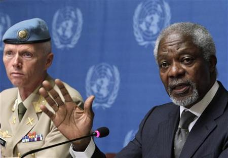 Joint Special Envoy of the United Nations and the Arab League for Syria Kofi Annan (R) gestures next to Major-General Robert Mood, head of the UN Supervision Mission in Syria during a news conference at the United Nations European headquarters in Geneva June 22, 2012. REUTERS/Denis Balibouse