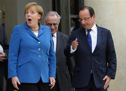 French President Francois Hollande welcomes German Chancellor Angela Merkel at the Elysee Palace in Paris, June 27, 2012. REUTERS/Philippe Wojazer