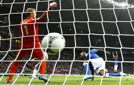 Italy's Mario Balotelli (R) scores a goal against Germany's goalkeeper Manuel Neuer during their Euro 2012 semi-final soccer match at the National stadium in Warsaw, June 28, 2012. REUTERS/Kai Pfaffenbach