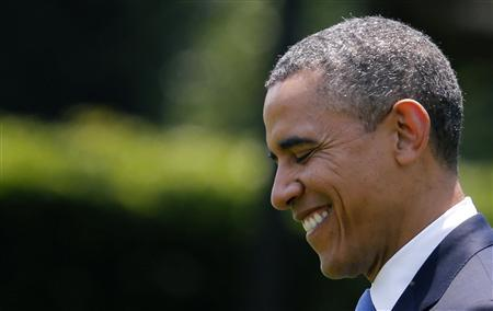 U.S. President Barack Obama smiles while walking towards Marine One on the South Lawn of the White House in Washington June 28, 2012. REUTERS/Larry Downing