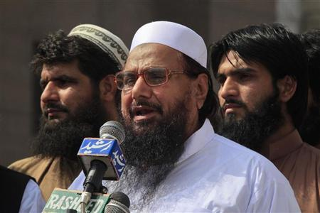 Hafiz Saeed (C), the head of Jamaat-ud-Dawa and founder of Lashkar-e-Taiba, speaks during a rally organised by the Defense of Pakistan Council in Lahore, May 25, 2012. REUTERS/Mohsin Raza