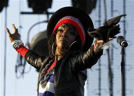 Singer Lauryn Hill performs on center stage at the Coachella Valley Music & Arts Festival in Indio, California April 15, 2011. REUTERS/Mike Blake