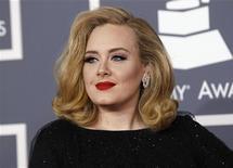 A cantora britânica Adele chega ao Grammy Awards, em Los Angeles, nos Estados Unidos, em fevereiro. 12/02/2012 REUTERS/Danny Moloshok