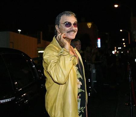 Actor Burt Reynolds is seen in Los Angeles, California, August 21, 2006. REUTERS/Mario Anzuoni