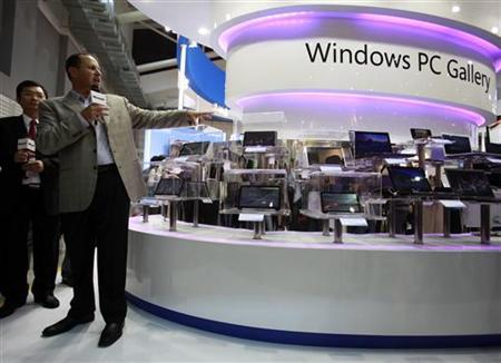 Steve Guggenheimer, Microsoft's corporate Vice-President for original equipment manufacturers (OEM), introduces new tablet PCs with the Windows operating system at the Microsoft booth during the Computex 2010 computer fair at the TWTC Nangang exhibition hall in Taipei June 1, 2010. REUTERS/Nicky Loh