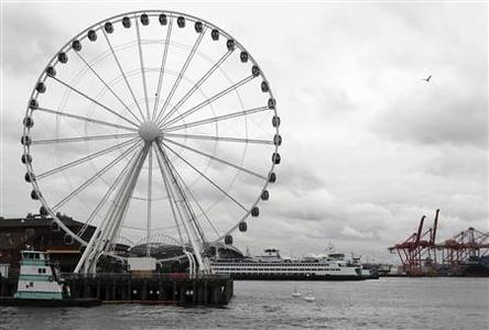 Final preparations are made shortly before the opening of the Great Wheel located on the privately owned Pier-57 on Elliott Bay in Seattle, Washington June 29, 2012. REUTERS/Anthony Bolante