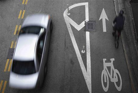A cyclist rides along the Kinzie Protected Bike Lane in Chicago in this September 16, 2011 file photo. REUTERS/Jim Young/Files