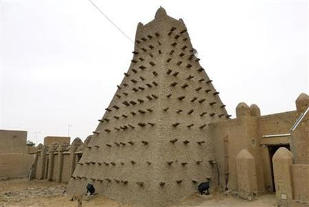 A traditional mud structure stands in the Malian city of Timbuktu May 15, 2012. Al Qaeda-linked Mali Islamists armed with Kalashnikovs and pick-axes began destroying prized mausoleums of saints in the UNESCO-listed northern city of Timbuktu on June 30, 2012 in front of shocked locals, witnesses said. REUTERS/Adama Diarra