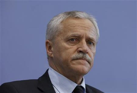 The head of Germany's intelligence agency, the Verfassungsschutz, Heinz Fromm, attends a news conference after presenting the ''Verfassungsschutzbericht 2009'', the agency's 2009 report on threats to the constitution, in Berlin, June 21, 2010. REUTERS/Thomas Peter