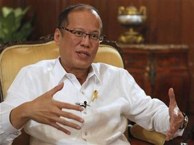 Philippine President Benigno Aquino gestures during an interview with Reuters at the Malacanang presidential palace in Manila July 2, 2012. REUTERS/Erik De Castro