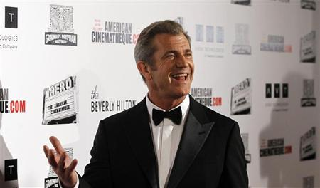 Actor Mel Gibson poses at the ceremony for the 25th American Cinematheque Award in Beverly Hills, California October 14, 2011. REUTERS/Mario Anzuoni