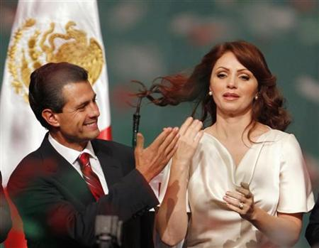 Enrique Pena Nieto (L), presidential candidate of the Institutional Revolutionary Party (PRI), celebrates next to his wife Angelica Rivera after exit polls showed him in first place, in Mexico City July 1, 2012. REUTERS/Tomas Bravo