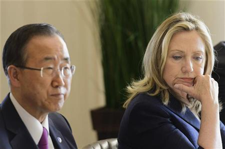 U.S. Secretary of State Hillary Clinton (R) speaks with United Nations Secretary-General Ban Ki-moon before a dinner hosted by the Swiss authorities after a meeting of the Action Group for Syria at the European headquarters of the United Nations in Geneva June 30, 2012. REUTERS/Laurent Gillieroni/Pool