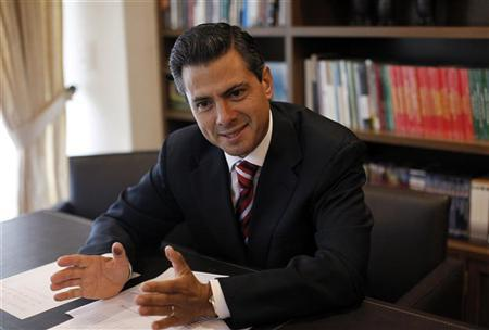 Mexico's President-elect Enrique Pena Nieto meets with the foreign press in Mexico City July 2, 2012. REUTERS/Claudia Daut