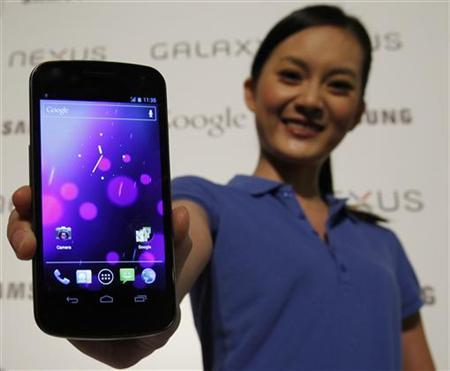 A model poses with the Galaxy Nexus, the first smartphone to feature Android 4.0 Ice Cream Sandwich and a HD Super AMOLED display, during a news conference in Hong Kong October 19, 2011. REUTERS/Bobby Yip