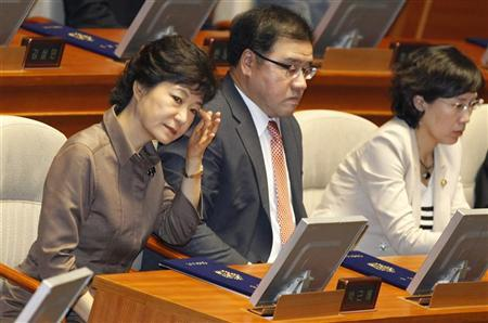 Park Geun-hye (L), lawmaker of the ruling Saenuri Party, attends the inaugural session of the 19th National Assembly in Seoul July 2, 2012. REUTERS/Lee Jae-Won