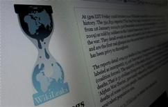 Страница Wikileaks.org на экране компьютера в Хобокене, штат Нью-Джерси, 28 ноября 2010 года. Интернет-ресурс WikiLeaks сообщил в четверг о начале публикации более 2 миллионов электронных писем сирийских чиновников, которые затронут не только продолжающий ожесточенную борьбу с оппозицией Дамаск, но и его противников. REUTERS/Gary Hershorn