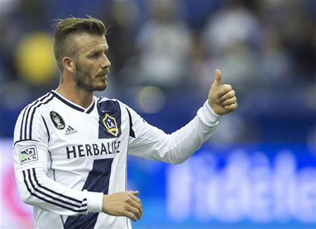 LA Galaxy's David Beckham gestures to the crowds following the end of their MLS soccer match against the Montreal Impact in Montreal, Quebec, May 12, 2012. REUTERS/Christinne Muschi