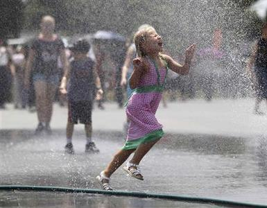 A girl runs through a spray of water leaking from a hose outside the Lincoln Memorial on the Washington Mall July 5, 2012. REUTERS/Jason Reed