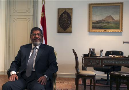 Egypt's first Islamist President Mohamed Mursi attends a meeting with U.S. Deputy Secretary of State William Burns at the presidential palace in Cairo July 8, 2012. REUTERS/Amr Abdallah Dalsh