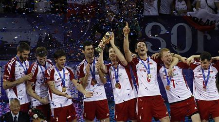Poland's players celebrate after winning their FIVB World League final men's volleyball match against the U.S. at Arena Armeec hall in Sofia July 8, 2012. REUTERS/Stoyan Nenov