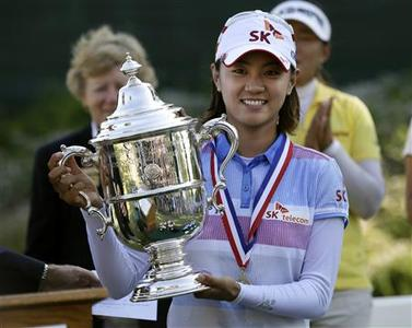 Na-Yeon Choi of South Korea holds the championship trophy after winning the U.S. Women's Open golf tournament at Blackwolf Run in Kohler, Wisconsin July 8, 2012. REUTERS/John Gress