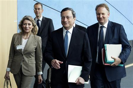 European Central Bank (ECB) President Mario Draghi (C) arrives to testify before the European Parliament's Economic and Monetary Affairs Committee in Brussels July 9, 2012. REUTERS/Francois Lenoir