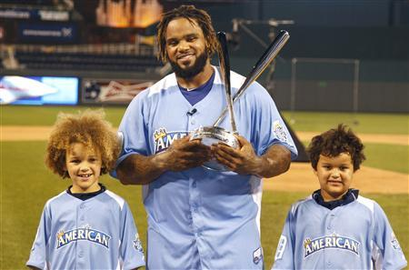 American League All-Star Prince Fielder of the Detroit Tigers and his sons Jaden (L) and Haven pose with the trophy after Fielder won the Major League Baseball All-Star Game Home Run Derby in Kansas City, Missouri, July 9, 2012. REUTERS/Jeff Haynes