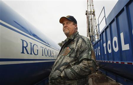 Kevin B. Koonce, a landman who worked cancelling leases in Michigan on behalf of Chesapeake Energy Corporation, stands near a drilling rig in Etoile, Texas in this December 26, 2011 file photo. REUTERS/Mike Stone