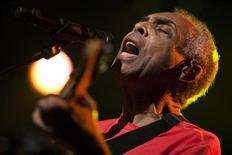O cantor Gilberto Gil se apresenta no Festival de Jazz de Montreux, na Suíça, nesta terça-feira. 10/07/2012 REUTERS/Valentin Flauraud