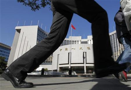 A pedestrian walks past the headquarters of the People's Bank of China, the central bank, in Beijing November 8, 2010. REUTERS/Grace Liang