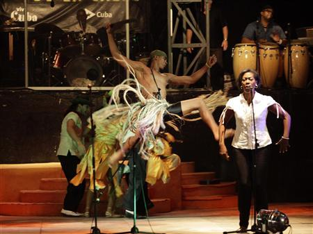 'Opera in the Street' members perform in Havana June 30, 2012. REUTERS/Desmond Boylan