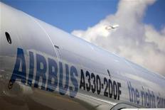 <p>Synergy Aerospace a signé une commande ferme portant sur neuf appareils de la famille Airbus A330. Cette commande porte sur six A330-200 en version passagers et trois A330-200 en version fret. /Photo d'archives/REUTERS/Tim Chong</p>