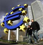 """<p>La Banque centrale européenne (BCE) estime dans son bulletin mensuel que la croissance économique en zone euro est fragile et qu'une """"incertitude accrue"""" pèse sur la confiance, ajoutant que les perspectives d'inflation restent fermement ancrées. /Photo d'archives/REUTERS/Kai Pfaffenbach</p>"""