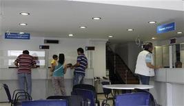 <p>Dans un centre pour l'emploi à Athènes. Le taux de chômage grec a battu un nouveau record en avril, à 22,5% contre 22% en mars. /Photo prise le 10 mai 2012/REUTERS/Yorgos Karahalis</p>