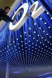 <p>Le réseau de l'opérateur télécoms O2, filiale de l'espagnol Telefonica, est tombé en panne mercredi, deux semaines à peine avant l'ouverture des Jeux olympiques de Londres lors desquels il risque de devoir absorber une forte hausse de la demande. /Photo d'archives/REUTERS/Christian Charisius</p>
