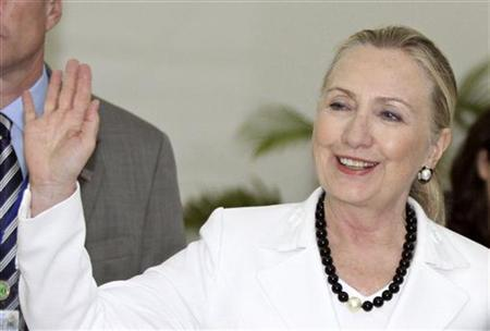 US Secretary of State Hillary Clinton waves to the media upon her arrival for the ASEAN-US Ministerial meeting at the office of the Council of Ministers in Phnom Penh July 11, 2012. REUTERS/Samrang Pring