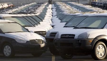 Imported cars line a parking lot at a shipping terminal in Portland, Oregon February 16, 2006. REUTERS/Richard Clement