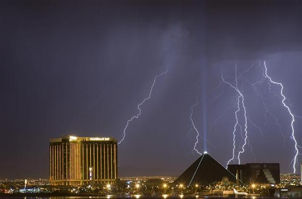 Lightning strikes behind the Mandalay Bay and the Luxor hotel casinos as a thunderstorm passes through Las Vegas, Nevada, September 11, 2011. REUTERS-Steve Marcus