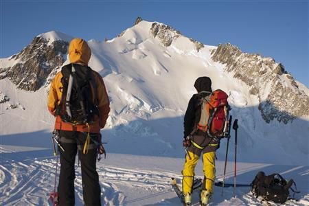 Climbers look at Mont Maudit mountain in French Alps in this May 31, 2009 file picture. REUTERS/Emmanuel Foudrot/Files