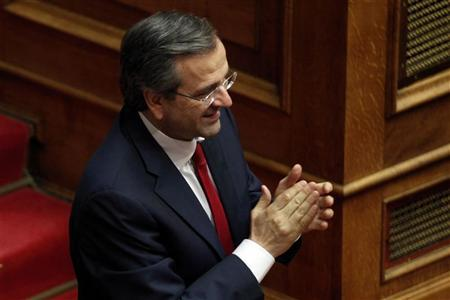 Greece's Prime Minister Antonis Samaras applauds after a vote of confidence at the parliament in Athens July 8, 2012. REUTERS/Yorgos Karahalis