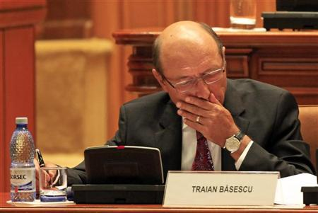 Romania's President Traian Basescu takes notes before the Parliament vote on suspending him over what the ruling Social Liberal Union (USL) says is his attempt to pressure judges and break the constitution, in Bucharest July 6, 2012. REUTERS/Radu Sigheti