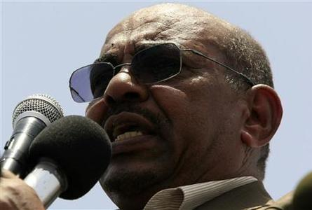 Sudanese President Omar Hassan al-Bashir gives a speech as he tours the White Nile Sugar Co sugar plant during its opening in Al-Diwaim July 11, 2012. REUTERS/Mohamed Nureldin Abdallah