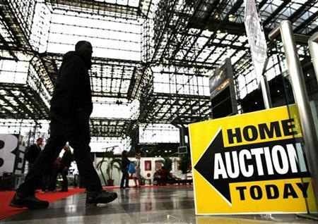 A sign marks the entrance for the REDC Foreclosure Home Auction in New York, in this photo taken March 8, 2009. REUTERS/Shannon Stapleton (UNITED STATES BUSINESS)
