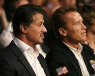 U.S. actor Sylvester Stallone (L) and California Governor Arnold Schwarzenegger wait for the start of the WBC Heavyweight Championship boxing bout between Vitali Klitschko of Ukraine and Cristobal Arreola of the U.S. at the Staples Center in Los Angeles, California September 26, 2009. REUTERS/Mike Blake
